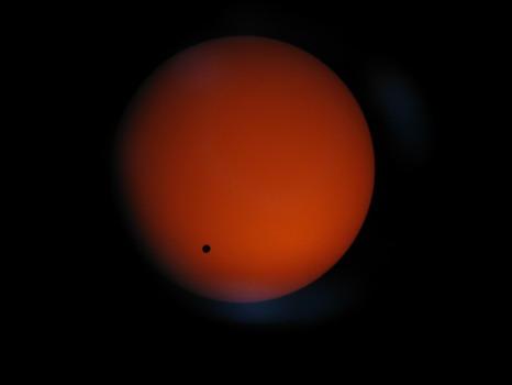 Venus gaat langs voor de zon, bekeken door een Meade ETX-125 telescoop.