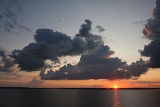 Zonondergang gezien vanaf de veerboot.