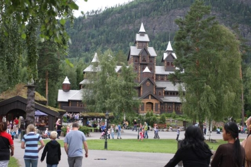 Het kasteel in Hunderfossen, pas op voor de vrije val!