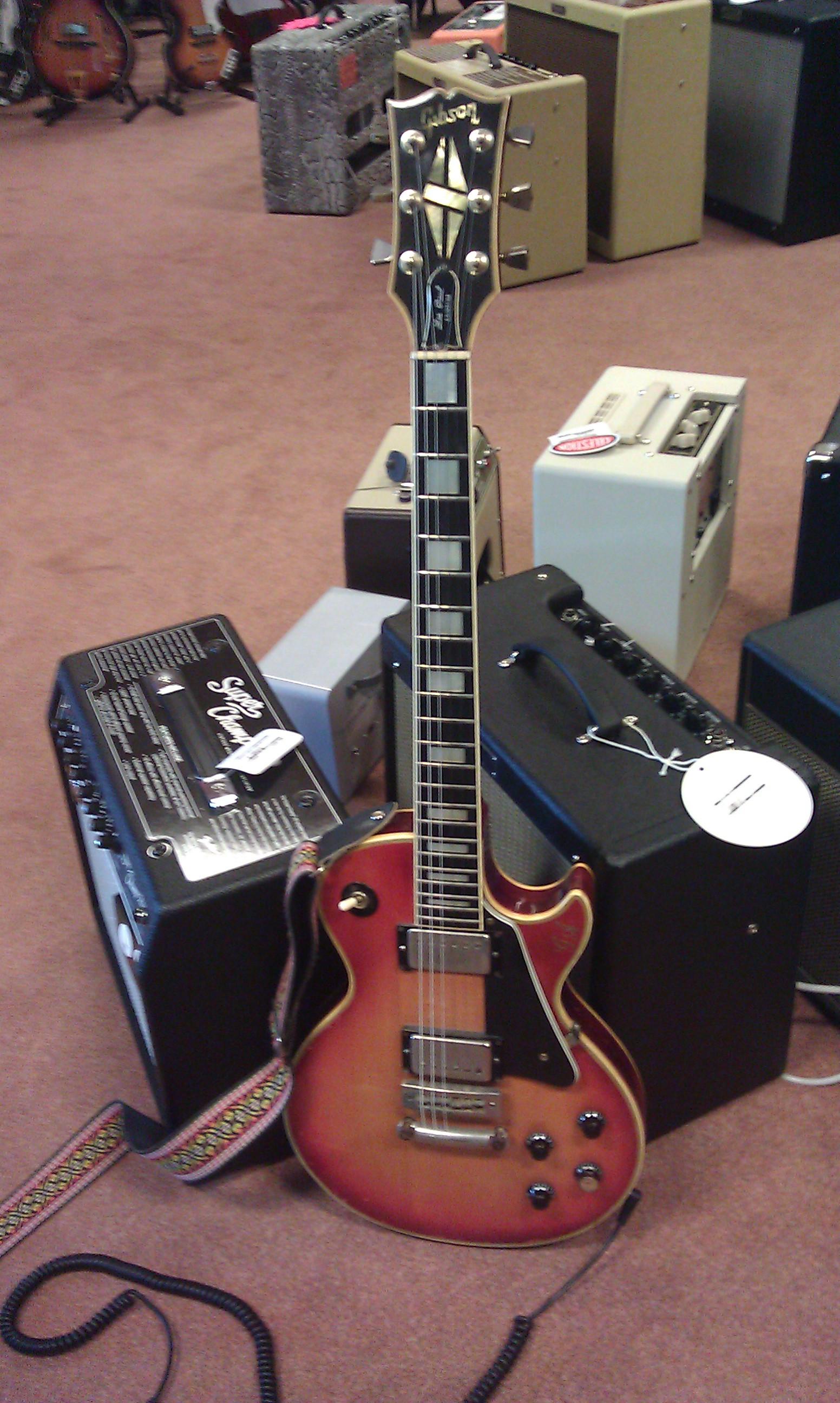 Gibson dag bij Tonika, op de foto een Gibson les Paul Custom.